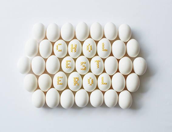 Bestickte Eier mit Kreuzstich von Anne-Catherine Lüke